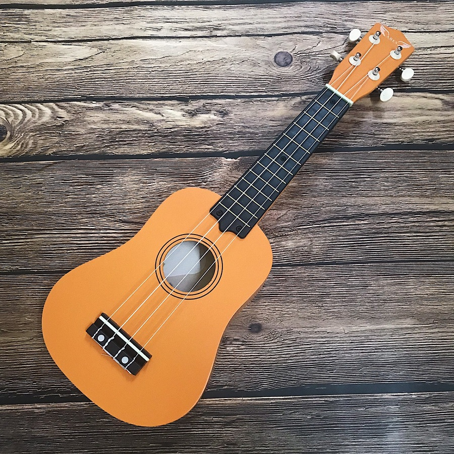 dan ukulele soprano ares 04